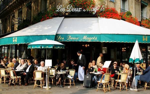 کافه نشینی در پاریس