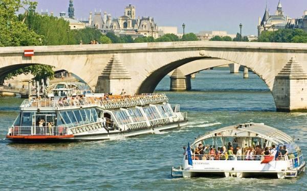قایق اتوبوسی   Batobus