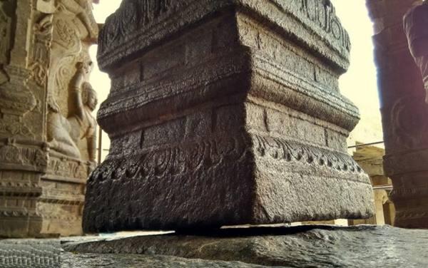 ستون معلق لپاکشی | Hanging Pillar of Lepakshi
