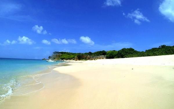 ساحل تینتامار | Tintamarre Beach