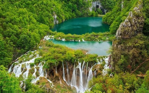 آبشارهای لاتوایس | Plitvice Waterfalls