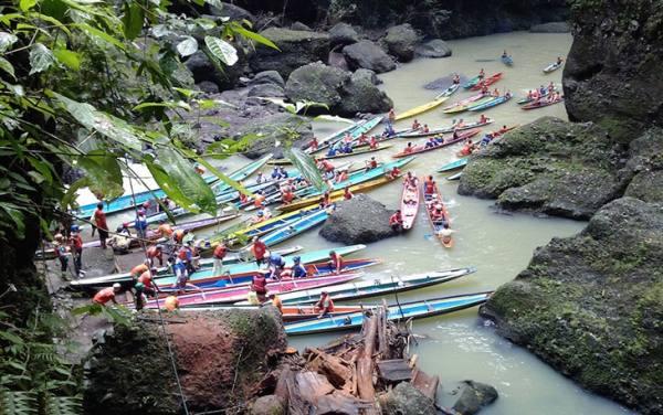 آبشار پاگسانجان در فیلیپین