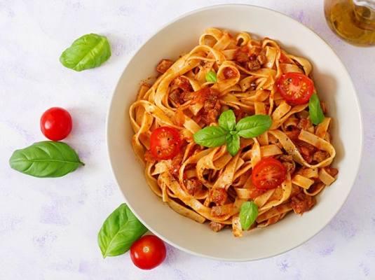 پاستا بلونز ایتالیایی   Pasta Bolognese