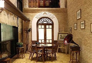 Loghanteh Cafe in Tehran