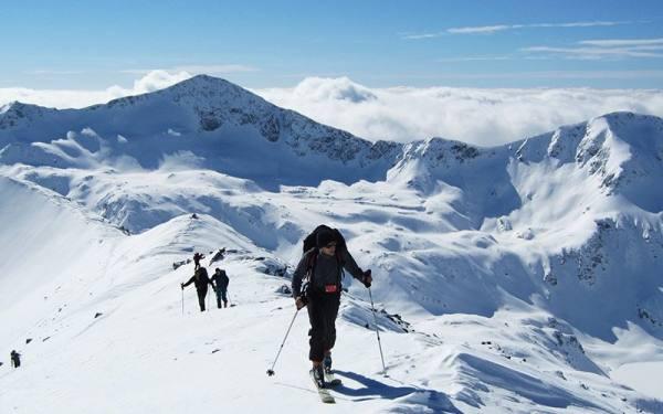 اسکی در کوه های برفی