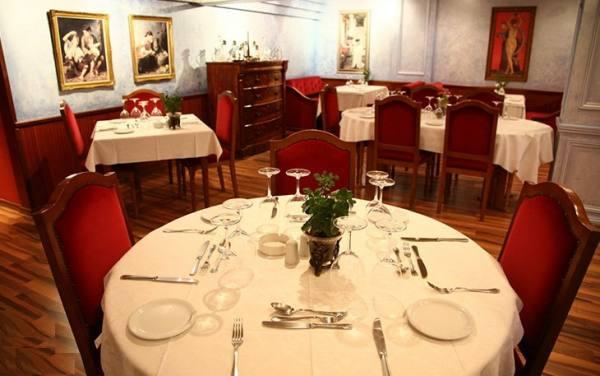 رستوران La Maison Fleurie